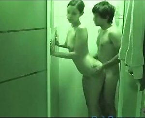 Teenage boy fucking his gf in the shower